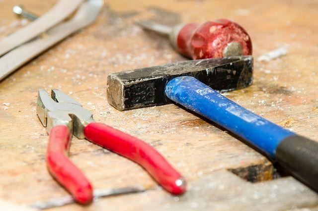 Wer haftet bei Schäden durch Handwerker?